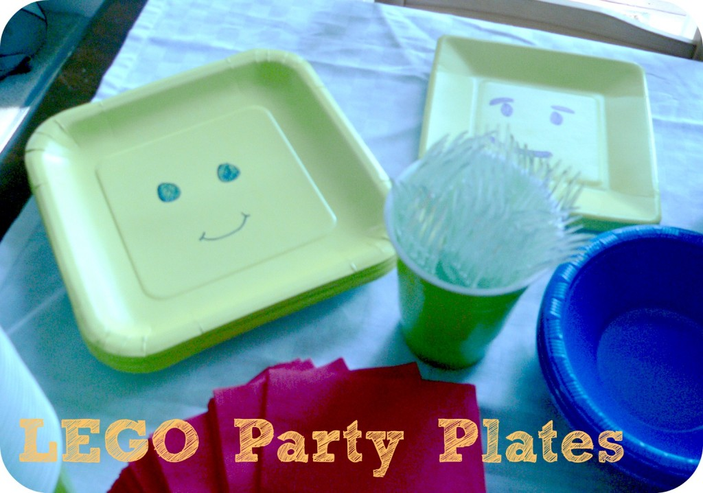 legopartyplates 1024x718 LEGO Party