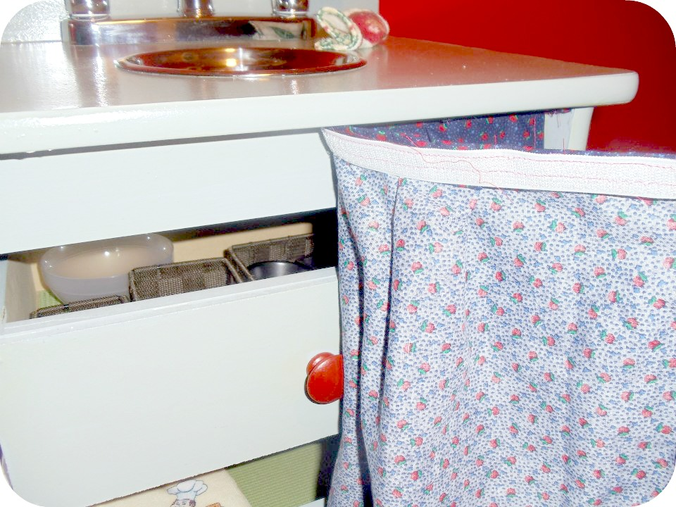 playkitchencurtain DIY Kids Play Kitchen