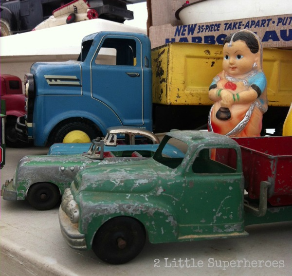vintage-toy-trucks-flea-market