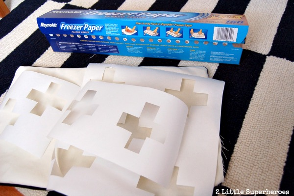 diy-freezer-paper-stencil-pillow